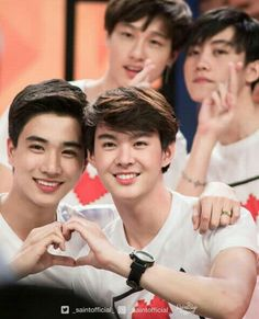 Love by chance♡♡♡ Perth, Cute Gay Couples, Cute Couples Goals, Taiwan Drama, Dramas, Smart Boy, Fan Picture, Japanese Drama, Thai Drama