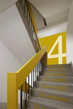 I love this beautiful photo #stairwaydecorating