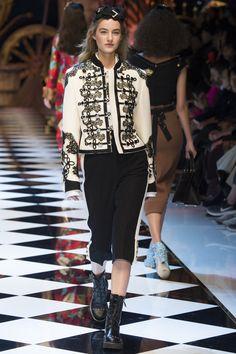 Dolce & Gabbana Fall 2016 Ready-to-Wear Fashion Show - Maartje Verhoef