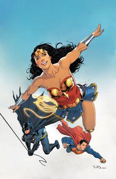 """WONDER_WOMAN_ANNUAL_1mundo de Amazing Amazonia se expande en una colección de cuentos que llevan Wonder Woman alrededor del mundo!  En los días posteriores al """"Año Uno"""", Diana se encuentra cara a cara con Superman y Batman por primera vez, como lo ilustra el artista """"Year One"""" Nicola Scott ... y años más tarde, Liam Sharp te trae la historia de cómo su amistad ¡ha evolucionado!"""