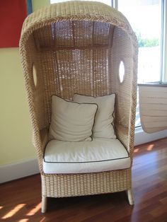 how cool is this chair! Garden Furniture Inspiration, Wicker, Chair, Cool Stuff, Home Decor, Decoration Home, Room Decor, Chairs, Interior Decorating