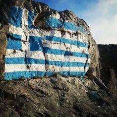 Greek flag on a Rock! Greek Men, Greek Girl, Go Greek, Beautiful Islands, Beautiful Places, Greece Wallpaper, Greek Flag, Greek Culture, Famous Places