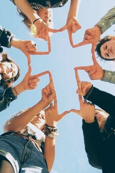 𝐶ℎ𝑟𝑖𝑠𝑡𝑖𝑎𝑛 𝑖𝑛𝑠𝑝𝑜 Cute Friend Pictures, Best Friend Photos, Cute Photos, Friend Pics, Friend Goals, Christian Girls, Christian Life, Christian Quotes, Bibel Journal