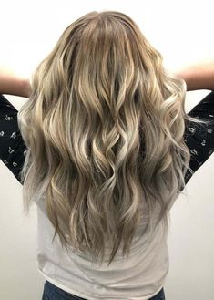 Check here the most beautiful ideas of ash blonde long curly hairstyles to sport in year 2018. This is one of the amazing hair colors for every hair length to show off right now. You just have to browse here to see how to choose this awesome hair color to get most sext and attractive hair look.