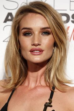 Mid-length hair inspiration from the A-list Rosie Huntington-Whiteley Bob Hairstyles For Round Face, Haircuts For Medium Hair, Medium Hair Styles, Straight Hairstyles, Short Hair Styles, Mid Length Straight Hair, Mid Length Hair, Shoulder Length Hair, Rosie Huntington Hair