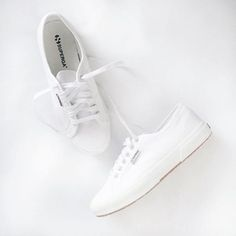 A pair of white Superga sneakers compliment any formal or informal outfit. Adding a clean and positive association to your appearance. Superga White Leather, White Leather Shoes, White Sneakers, Shoes Sneakers, Classic Sneakers, Casual Sneakers, Cute Shoes, Me Too Shoes, Superga Shoes
