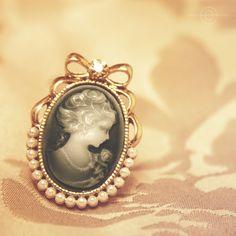 Encircled Beauty by Kezzi-Rose.deviantart.com