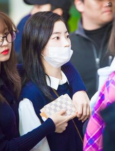 Dahyun-Twice 180330 Gimpo Airport Seoul Music Awards, Mnet Asian Music Awards, South Korean Girls, Korean Girl Groups, The Moon Is Beautiful, Song Of The Year, Twice Dahyun, Twice Kpop, Fans Cafe