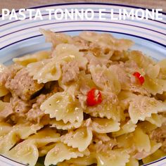 Pasta tonno e limone PASTA TONNO E LIMONE is a very simple first course, perfect for those who have little time to cook and few ingredients at home. The fresh and tasty taste of this pasta will pleasantly amaze all the people at the table! Easy Pasta Recipes, Dinner Recipes, Easy Meals, Vegetarian Recipes, Cooking Recipes, Healthy Recipes, Pasta Carbonara, Lemon Pasta, Greens Recipe
