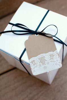 lace kraft tag. love the thin ribbon, too!