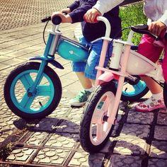 La familia #bibebikers crece a pedaladas agigantadas gracias a la foto de @zuhaitz77! etiqueta las fotos de tu bici con el hashtag #Bibebikers durante el #diamundialdelabicicleta y ayúdanos a llenar de bicis Instagram! #bici #bicicleta #ciclismo #niños #ciclista #bike #children #childrenbike #childrenbikes #baldosadebilbao #bilbao #diainternacionaldelabicicleta