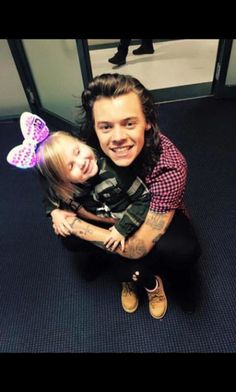 Harry Styles and baby lux Harry Styles Cute, Harry Styles Pictures, Harry Edward Styles, Baby Lux, Zayn Malik, Niall Horan, Theo Horan, Harry And Lux, Harry Harry