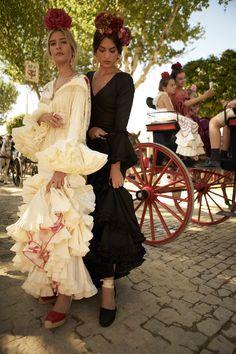 Spanish Fashion, Spanish Style, Aloha Travel, Luxury Fashion, Fashion Trends, Dance Dresses, Frocks, Fashion Photography, Mexico