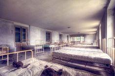<p>Las camas de un viejo dormitorio(Roman Robroek / <i>Caters News</i>).</p>