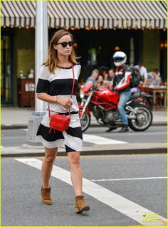 August 2nd: actress #OliviaWilde wearing the red #RoviMoss #FirstClass Mini Square #Crossbody in #NYC. #bag #handbag #redbag #redpurse #eastvillage #manhattan #JasonSudeikis #werethemillers #alcltd #hudsonjeans #rayban