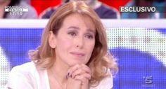 """Barbara D'Urso a Pomeriggio 5 programma di """"approfondimento"""" e di cronaca nel pomeriggio di Canale 5 (rete ammiraglia Mediaset). La Tv del Dolore."""