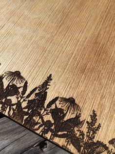 Speisekarte aus Holz mit Motiv-Lasergravur Rugs, Home Decor, Menu Chalkboard, Menu Cards, Wine List, Book Binding, Laser Engraving, Book Folding, Timber Wood