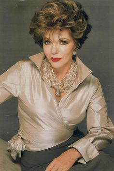 Joan Collins Will and Grace promotion Dame Joan Collins, Jackie Collins, Hollywood Glamour, Hollywood Actresses, Old Hollywood, Dynasty Tv Show, Alexis Carrington, Der Denver Clan, Yves Saint Laurent