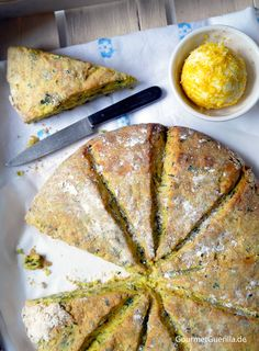 Schwuppdiwupp in the oven and out again: herb scones with lemon butter - GourmetGuerilla - Herb scones with lemon butter - Savoury Baking, Bread Baking, Raw Food Recipes, Baking Recipes, Sandwich Vegan, Sandwich Recipes, Nutritional Yeast Recipes, Vegan Nutrition, Vegan Bread