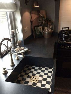 Home sweet home Dutch Kitchen, Kitchen Pantry, Kitchen Dining, Kitchen Decor, Kitchen Ideas, Dining Rooms, Apartment Kitchen, Kitchen Interior, Old Fashioned Kitchen