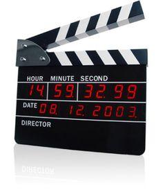 Luzes, Câmera, Ação: Um Alarme em Formato de Claquete!Este relógio digital com alarme tem o design idêntico ao de uma claquete de cinema, aquela marcação do número da cena, plano e tomada que é usada para a sincronização de som e imagem. Quando o alarme tocar, você só precisa fechar a claquete para voltar a dormir mais um pouco.