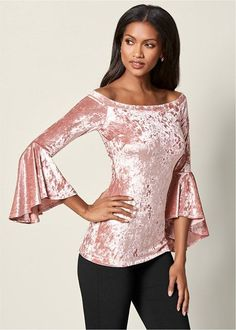 Fashion Night, Fashion 101, Fashion Outfits, Womens Fashion, Fasion, Crushed Velvet Top, Velour Tops, Lady, Night Out