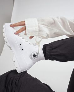 Lugged Leather Chuck Taylor All Star White/Black/White Mode Converse, White Converse Outfits, Converse Boots, Converse Leather Shoes, All White Converse, Leather Chuck Taylors, Aesthetic Shoes, Hype Shoes, Fresh Shoes