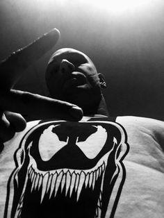 Örümcek Adam ve içinde bulunan tün karakterlerinin haklarına sahip Sony bildiğiniz gibi Marvel ile ortaklaşa bir ilerleyiş gösteriyor. Örümcek Adam filmi için Marvel ile anlaşan Sony, buna rağmen kendi evrenini yaratmak da istiyor. Bunun ilk adımı olarakta Venom filminin geleceği...   http://havari.co/tom-hardy-venom-olacak/