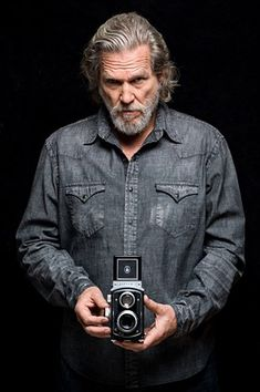 Things That Jeff Bridges Can't Abide - jeff bridges - Friseur Jeff Bridges, Lloyd Bridges, Classic Camera, Actor Picture, Layered Fashion, Mens Style Guide, Better Half, Celebs, Celebrities