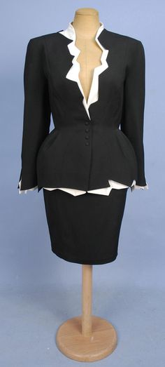 Suit Thierry Mugler, Whitaker Auctions (OMG that dress! Moda Fashion, Retro Fashion, High Fashion, Vintage Fashion, Suit Vest, Vintage Mode, Thierry Mugler, Wool Skirts, Fashion History