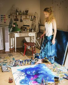 Photo/Artist: Jonna Jinton Jonna Jinton, Painters Studio, Artist Aesthetic, Boho Home, Dream Studio, Art Hoe, Illustrations, Poses, Art Studios