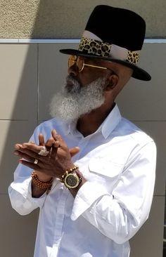 Black T Shirt Mens Fashion Sharp Dressed Man, Well Dressed Men, Black Men Beards, Beard Game, Beard Styles For Men, African American Men, Stylish Men, Bearded Men, Hats For Men