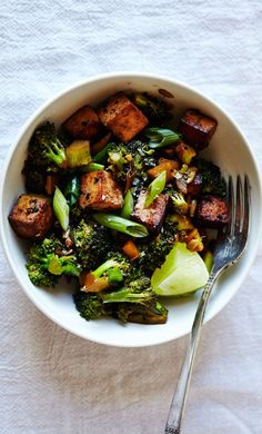 Spicy Tamari Tofu & Broccoli: a healthy version of a fave takeout dish (vegan).