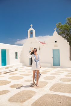 Kiki's Beach Shack, Mykonos – The Londoner – european travel outfit summer Best Shoes For Travel, Fashion Mumblr, Classic Fashion, Spring Fashion, Best Beaches In Europe, Mykonos Town, Best Walking Shoes, Travel Outfit Summer, Beach Shack