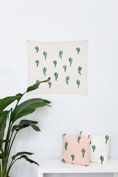 16x16 Green and Cream Cactus Print Pillow por confettiriotshop