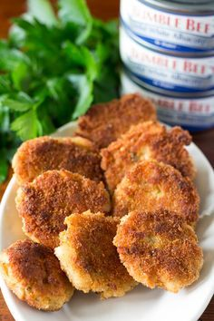 Tuna cakes are so easy when you make them with just four ingredients! The perfect crispy appetizer for parties and good times.