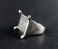 Old tuareg silver ring from Niger, vintage ethnic ring, tuareg jewelry, tribal… Silver Jewelry Box, Mens Silver Necklace, Tribal Jewelry, Silver Rings, Antique Rings, Antique Jewelry, Vintage Jewellery, Antic Jewellery, Silver Man