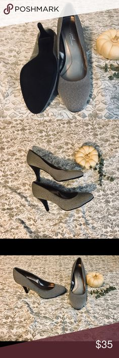 ❗️Naturalizer Heels❗️Never Worn❗️ Adorable heels! Never worn/New without tags. Great for the office and/or going out with the girls! No wearing on soles as shown in photos! Offers welcome! Naturalizer Shoes Heels