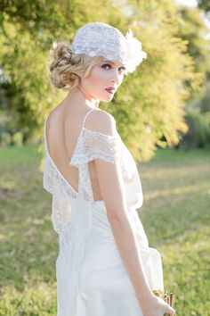 Beautful headband and what a gorgeous lay dress...-eh Tumblr