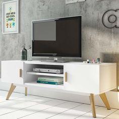 Modernisez votre intérieur avec ce meuble TV design ! Ce dernier dispose de 2 niches vous permettant de poser vos divers appareils multimédias. Le blanc s'associera parfaitement avec tous vos mobiliers. Ce meuble s'intègrera facilement dans tous les styles d'intérieur tout en y apportant une touche d'élégance.   FABRIQUE EN EUROPE - GARANTIE 2 ANS. Largeur : 120cm Hauteur : 45cm Profondeur : 40cm - Couleur : blanc. - Matières : structure en MDF. poignées et piètement en bois de chêne.