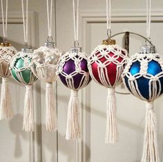 Macrame on ornaments Etsy Macrame, Macrame Jewelry, Macrame Plant Hangers, Macrame Design, Macrame Projects, Beaded Ornaments, Macrame Patterns, Micro Macrame, Christmas Baubles