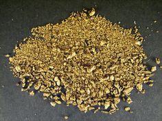 Zlato. Veliké ložisko se nachází u Slapské přehrady (Mokrsko a Čelina)