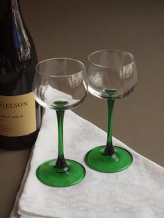 Set of 6 French wine glasses emerald green stemware vintage Luminarc barware French bistro vintage table 70s French glasses aperitif glasses