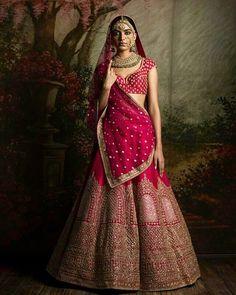 Sabyasachi heritage bridal !! #Sabyasachi #FIRDAUS #indianfashion #indianfashionblogger #indiantextiles #indianwedding #saree #lehenga #pinklehenga #indianbride #punjabiwedding #redlehenga #luxuryfashion #Bollywood #sangeetlehenga #indianwear...