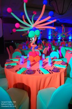 How cool is this? The centerpiece is made with Qualatex #Neon latex #balloons, which glow dramatically under the black lights. Perfect for Sweet 16 parties, Quinceaneras, Bar/Bat Mitzvahs, and more! Design by Jacquie Sopko, CBA, of Balloon Crew Inc. in Cleveland, OH, USA. Find a balloon professional near you: http://www.qualatex.com/balloons/findapro.php