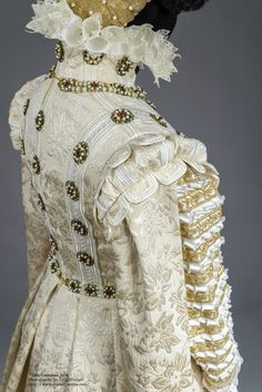 Truly Carmichael's version of the 1570 Infanta Isabella Clara Eugenia dress.