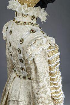 Truly Carmichael's version of the 1570 Infanta Isabella Clara Eugenia dress.