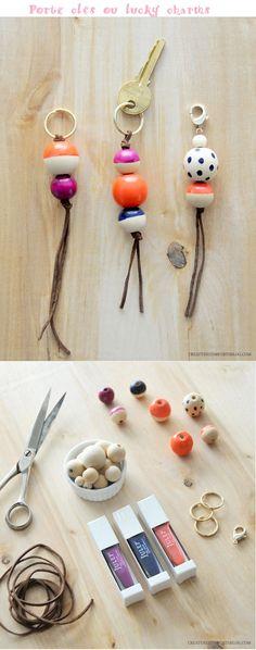 un anneau + un lien en cuir + des perles = un Porte clés ou lucky charms