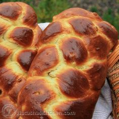 This Portuguese Easter Bread recipe makes 2 beautiful loaves; one for you and one for the neighbors. This also makes the most phenomenal french toast. Portuguese Easter Bread Recipe, Portuguese Sweet Bread, Italian Easter Bread, Portuguese Recipes, Portuguese Food, Portuguese Desserts, Easy Bread Recipes, Easy Dinner Recipes, Dessert Recipes