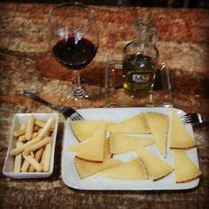 Spanish Manchego cheese & Olive Oil & Red Wine for the Apperitive / Queso Manchego, Aceite de Oliva y Vino Tinto para el Aperitivo - @tita_irene